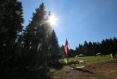 schwarz rote fahne schwarzwald