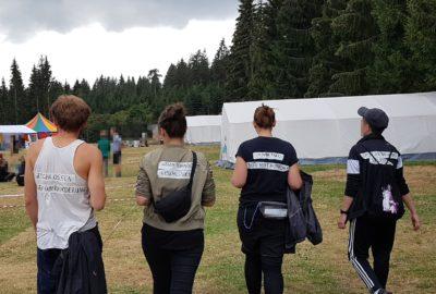 personen auf dem camp